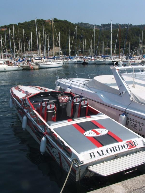 Barche a vela e motore vendita barche nuove usate con o for Cerco tavolo usato milano
